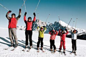 crianças esquiam grátis