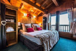 Hotel-Le-Monts-Charvin_Courchevel_quarto.jpg