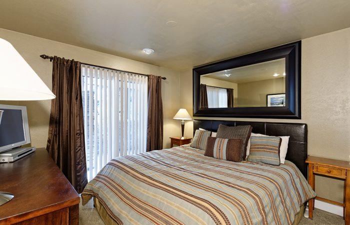 Crestwood -1 Bedroom Deluxe Condo