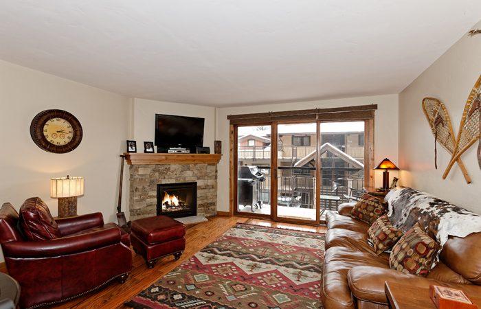 Crestwood- Living 1 Bedroom Premier Condo