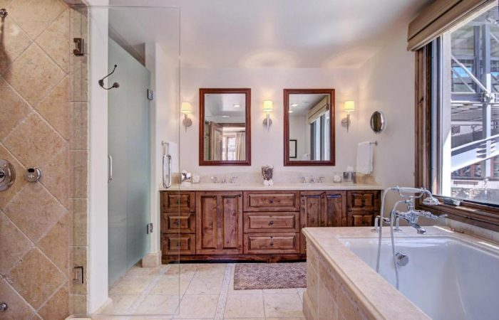 Arrabelle at Vail Square - 2 Bedroom Condo -Banheiro