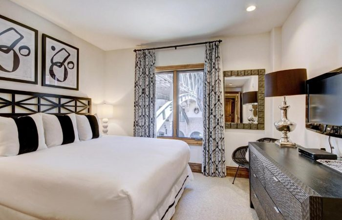 Arrabelle at Vail Square - 2 Bedroom Condo - Master Room