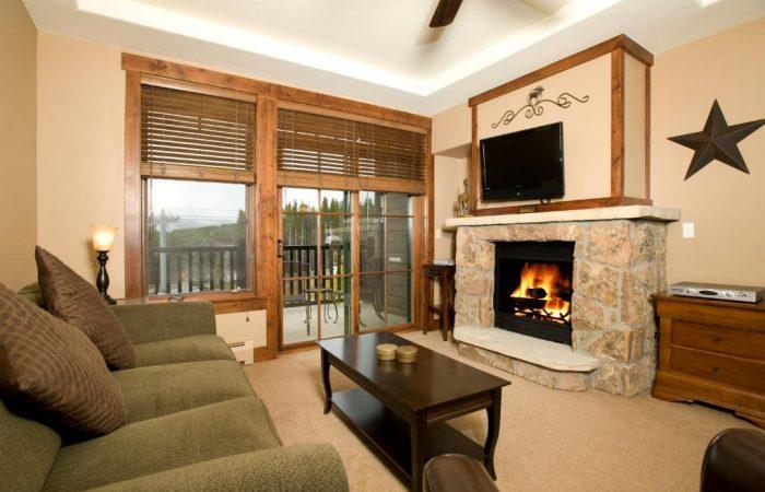 Crystal Peak Lodge - 1 Bedroom Condo - Living
