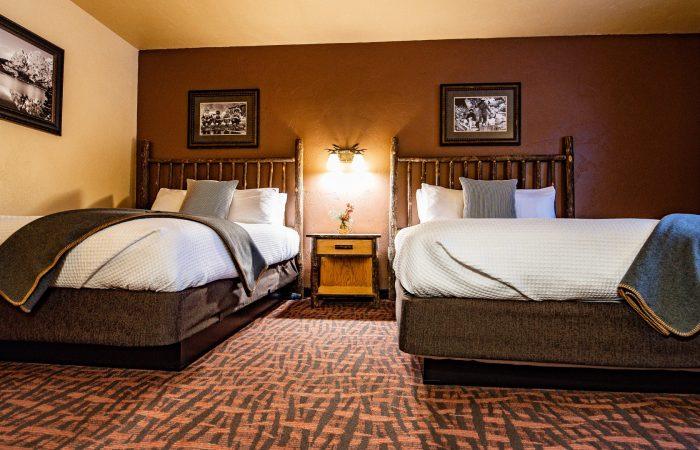 Elk Country Inn - TRADITIONAL 2 QUEEN ROOM