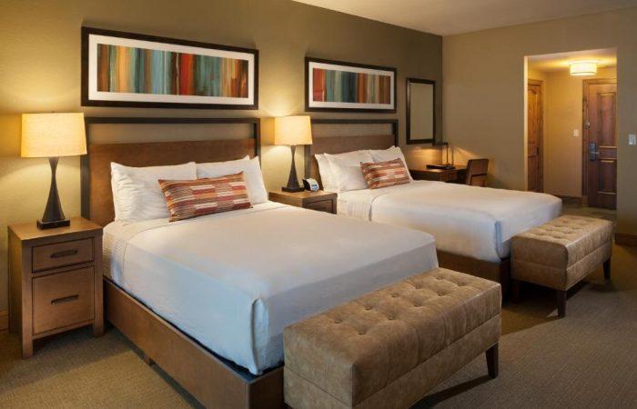 Grand-Summit-Lodge-2 Queen Room