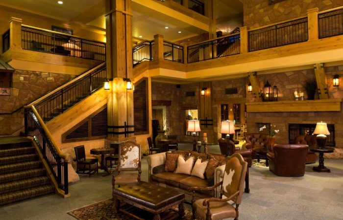 Grand-Summit-Lodge- Lobby