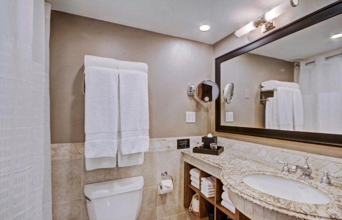Lodge at Vail - Deluxe King Room - Banheiro