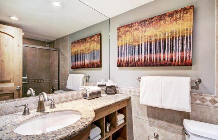 Lodge at Vail - Standard King Room - Banheiro