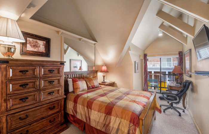 Lodge-at-the-Mountain-Village_Standard-Hotel_Bedroom