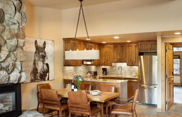 Manor Vail Lodge - 2 Bedroom Platinum -Dining Area
