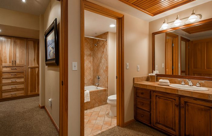 The_Caledonian_2-bedroom-with-spa-deluxe-Bathroom2