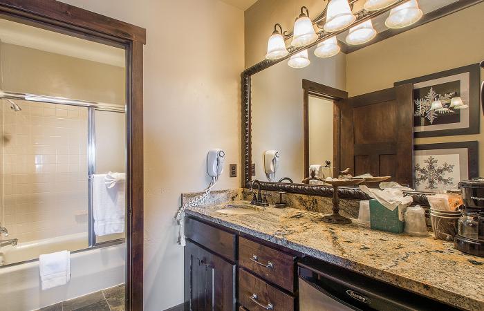 _at_the_Mountain_Village-3-Bedroom-Condominium-Deluxe-Bathroom
