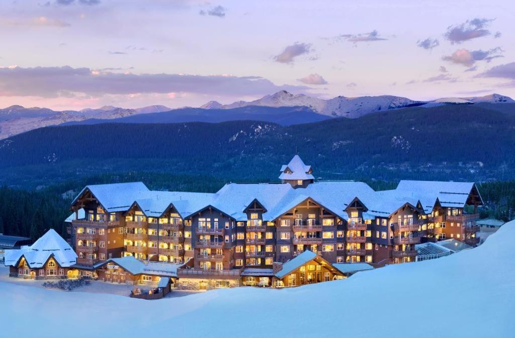 one ski hill place - vista externa