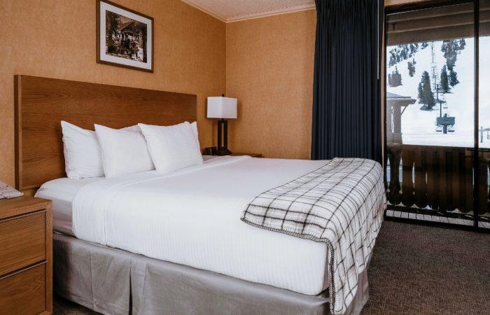 Mammoth Mountain Inn - 1 Queen Hotel Room
